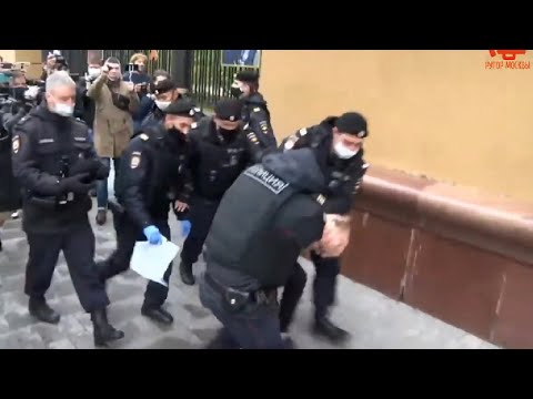 Задержания на пикетах против полицейского произвола в Москве #RussianLivesMatter