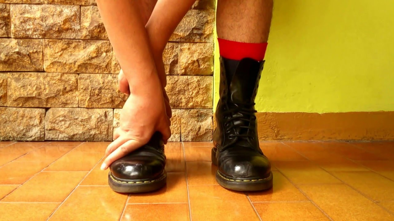 39fefbcfd0a How to wears Dr. Martens 1490 in 10 seconds - YouTube
