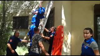 В Караганде спасатели сняли с крыши пристройки упавшего ребенка