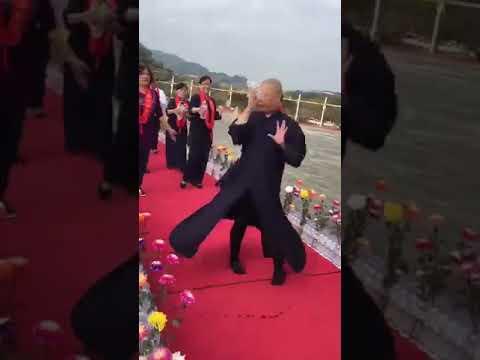 南無戰鬥陀螺 完整版 被佛祖耽誤的芭雷舞者 不想看轉轉可以快轉3:50 娛樂分享 - YouTube