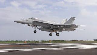 硫黄島で米海軍が飛行訓練公開=艦載機が陸上で甲板見立てタッチ・アンド・ゴー