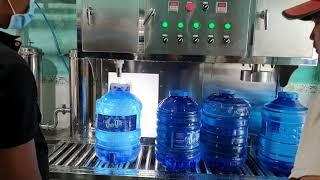 máy rót bình nước 20 lit, máy lọc nước công nghiệp, máy rót bình tự động p4