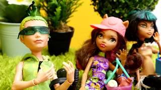 Monster High bebekleri pikniğe gidiyorlar.Kamp Oyunları