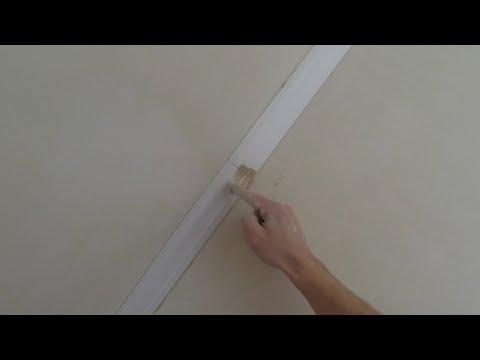 видео: Шпаклюем стыки потолочного плинтуса стартовой шпаклевкой. Избегаем усадки при высыхании.