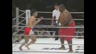 272 кг Sumo против 78 кг MMA Fighter