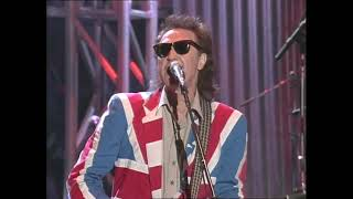 """The Kinks performs """"All Day & All Night"""" at the Concert for the Rock & Roll Hall of Fame in 1995"""