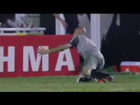 """Julio Cesar """"Quebra o Dedo"""" em uma Defesa no jogo Corinthians X Botafogo (ORIGINAL)"""