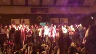 Hezekiah Walker & LFC - God Favoured Me with lyrics live in Harlem 2009