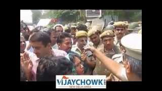 Delhi small girl rape - aam aadmi Party and student protest at Delhi Police HQ
