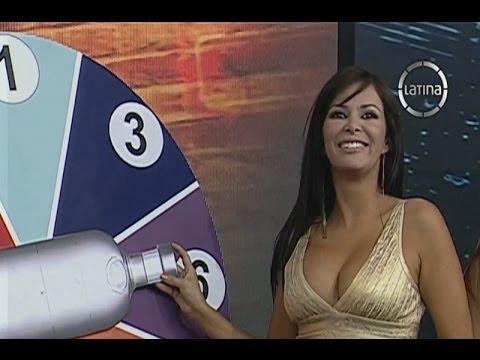 Mal� Costa y Sandra Arana juegan a la botella borracha