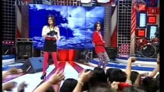 T2 dgn hits single CINTA AKU GILA, Live Performed di Derings (Courtesy TransTV)