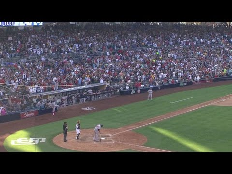 Big Papi gets huge ovation at Petco Park