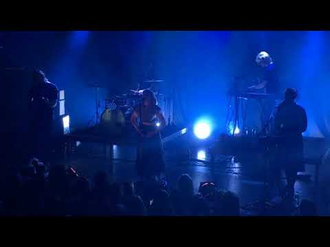 Aurora - Runaway - Live at the Melkweg
