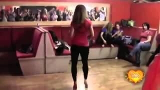 Девушка, как же она красиво танцует