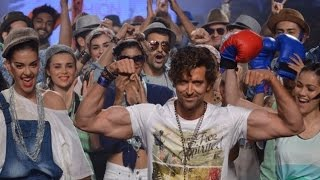 Hrithik Roshan Flexing His Biceps On The Ramp