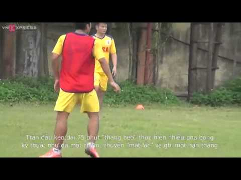 Văn Quyến phô diễn kỹ thuật trước U19 Ninh Bình