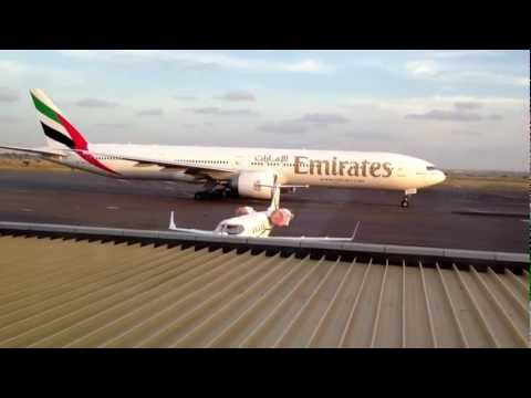 Emirates 777-300ER in Luanda 10-03-2013