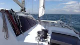 Catamaran zeilen in het kanaal