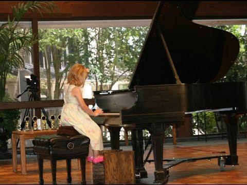 Suzuki Piano Book 1/ Piano Recitals - Amazing four year old girl plays her first recital.