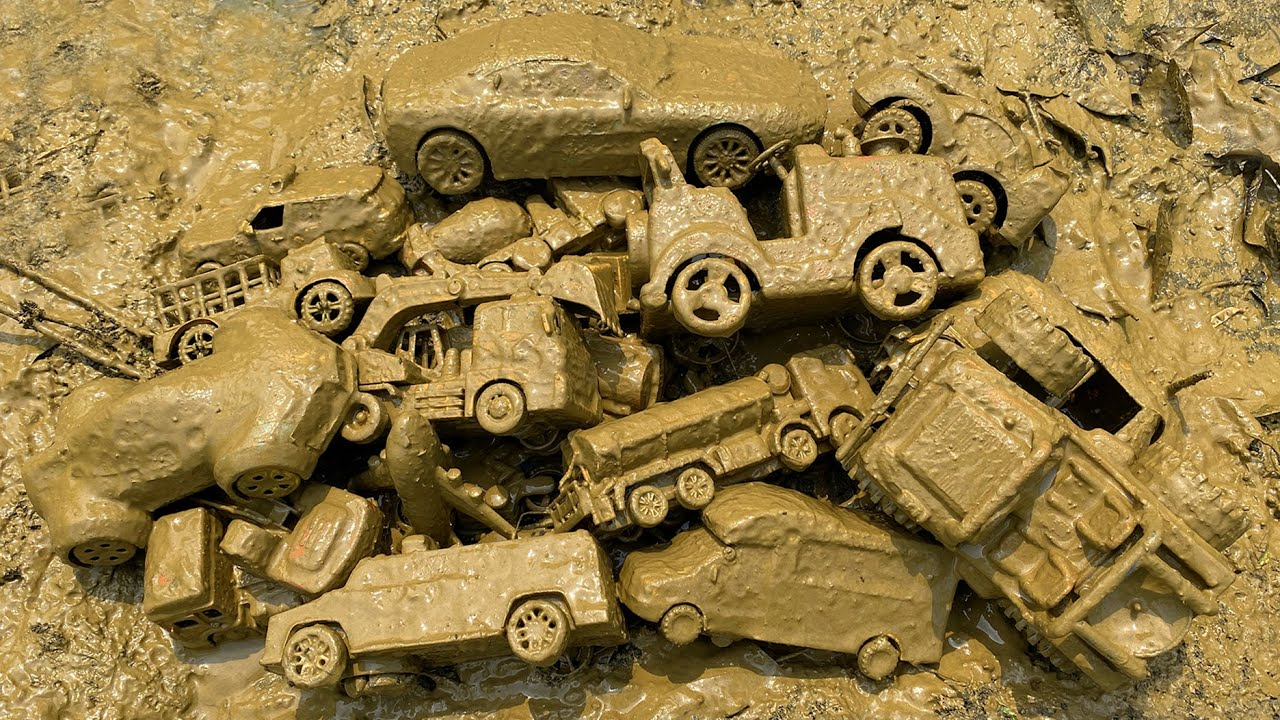 Cleaning lot's of Toy Vehicles - Indian Auto Rickshaw, Tractor, Jeep Car, Police Car, Excavator etc