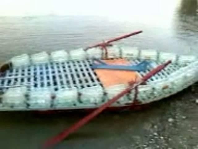 лодка из моторчиком изо  пластиковой бутылки
