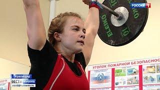 В Краснодаре тяжелоатлеты соревнуются за право попасть в юниорскую сборную края