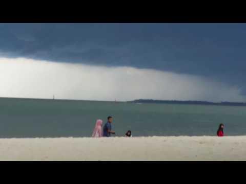 Pesawat Lion Air Berhasil Keluar Dari Cuaca Buruk Thunderstorm (Video Pesawat Terbang Indonesia)