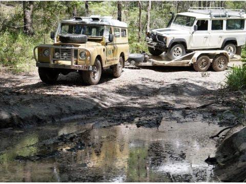 Land Rover Series 3 Recovers broken Defender-bush towing