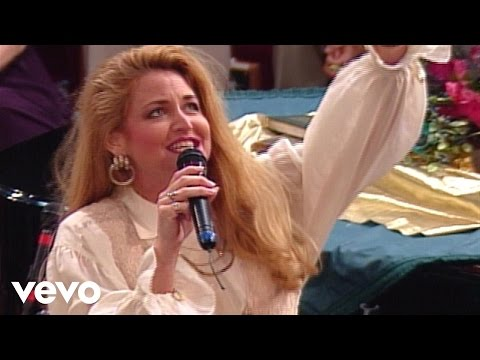 Bill & Gloria Gaither - Hands On the Plow [Live] ft. Lisa Daggs