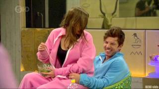 Repeat youtube video GIRL DRY HUMPING GUY - big brother 2012