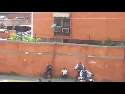 MADURO Y ESTOS POLICIAS  ¿QUE PIENSAS?