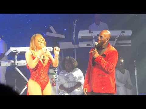 """Mariah Carey & R. Kelly """"The Christmas Song"""" Live at The Beacon Theatre 12/8/16"""