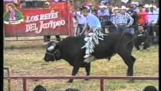 Jaripeo en Huecorio Mich. 2012 pt.1