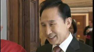 Lee Myung Bak, South Korean president invites Benedict XVI to Seul