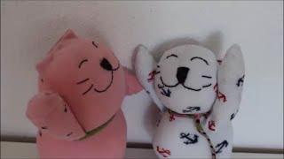 DIY: Katzen aus Socken nähen