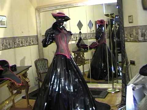 fetisch bizarre crossdressing mode lack outfits schwarz rot weisse kontraste youtube. Black Bedroom Furniture Sets. Home Design Ideas
