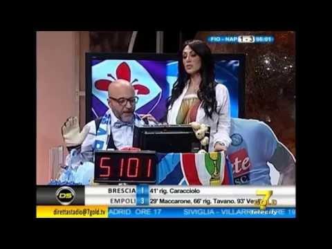 Marika fruscio Nuda si spoglia e fa vedere le tette in diretta (Fiorentina - Napoli 1-3 Coppa ItaliaKaynak: YouTube · Süre: 5 dakika4 saniye