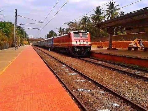RPM WAP4 Guruvayur-Punalur Fast Passenger arrives Tiruvalla