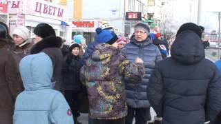 Олимпийский огонь в Омске 1 из 6 и видео(Встречающие олимпийский огонь, 14 часов, 9.11.2013., 2013-12-09T10:08:22.000Z)