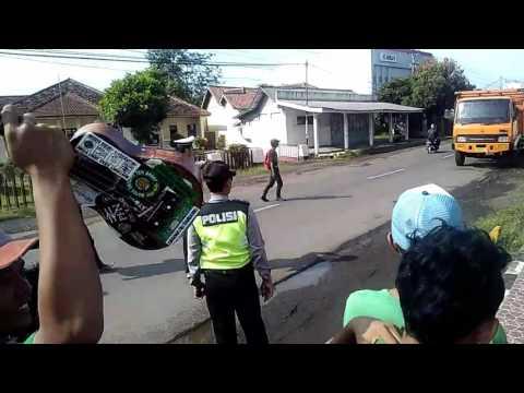 SBCx27 Polisi bantu Bonek mencarikan truk di majenang..