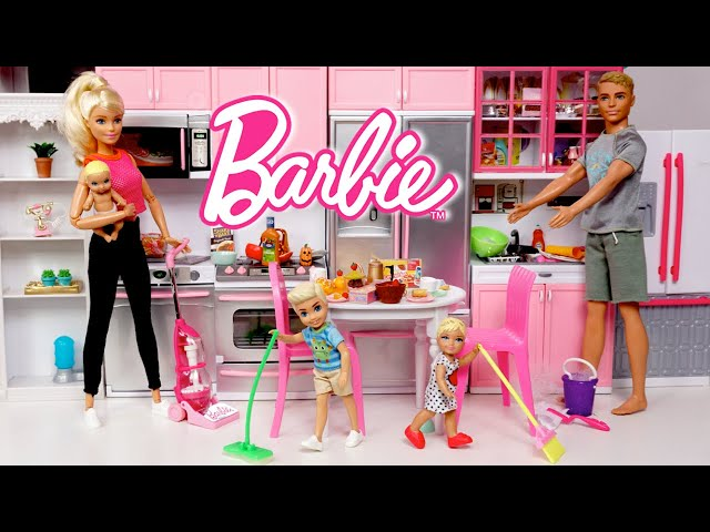 Barbie & Ken Family Cleaning Routine - Toddler Supermarket Shopping