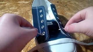 Как красиво завязать шнурки на кедах.
