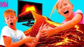 ПОЛ это ЛАВА Челлендж Папа и Мама играют смешное видео для детей в Роблокс Floor is lava Challenge