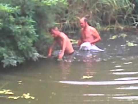 Один из способов ловли раков в Ростове-на-Дону