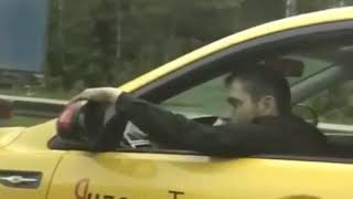 Грузовик украл зеркало у Яндекс Такси