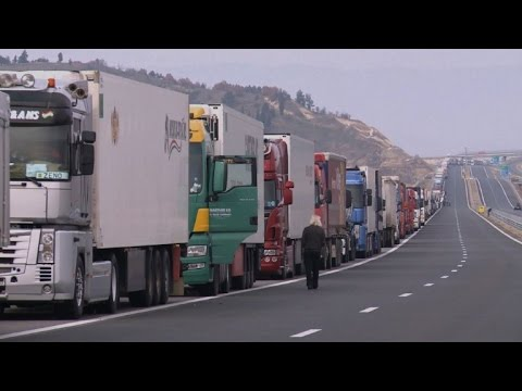 Bulgarian truckers seal Greece border with counter-blockade (2)