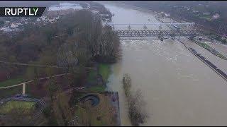 Во Франции Сена вышла из берегов: видео с дрона
