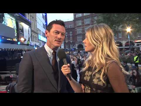"The Girl On The Train: Luke Evans ""Scott Hipwell"" Red Carpet Movie Premiere Interview"