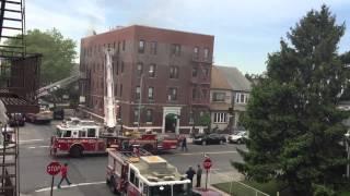 Fire in New York. Пожар в Нью-Йорке. Как работают пожарные на реальном пожаре.