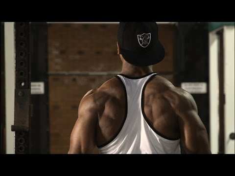 Underhand Cable Rows: For Mid-Upper Back